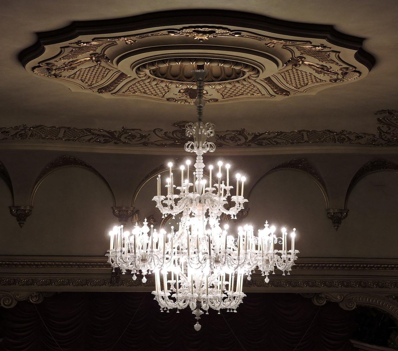 LED Kronleuchter mit Swarovski Kristallen